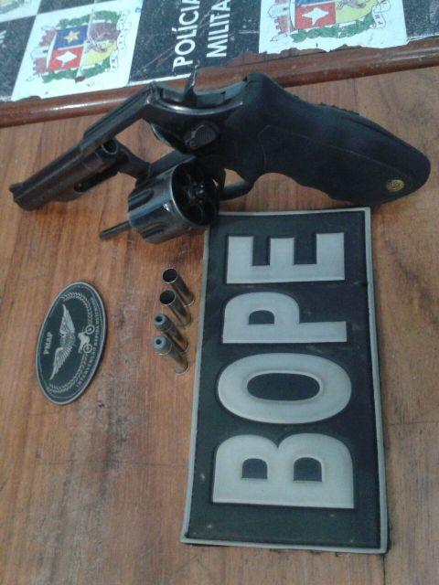 """Arma apreendido com """"Bebê"""". Foto: Dicom/Bope"""