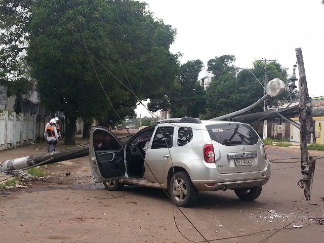 O acidente causou interrupção no fornecimento de energia. Reportagem e fotos: Jair Zemberg