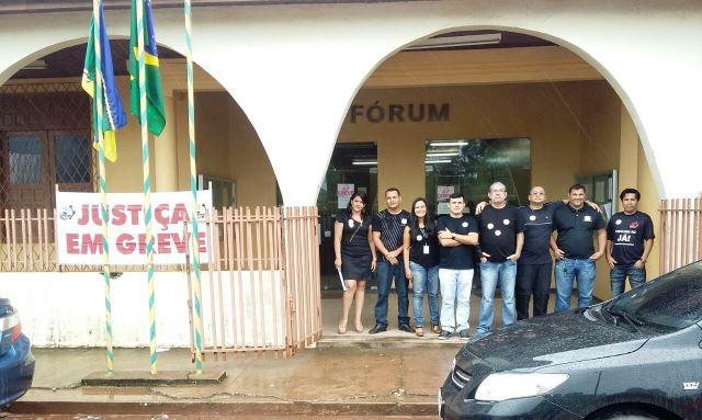 Servidores de 15 das 16 comarcas participam da greve
