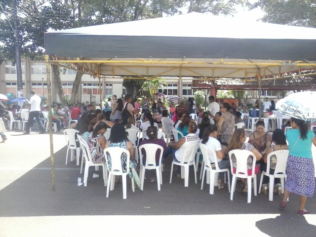 Professores estão acampados há 2 dias em frente ao prédio da PMM