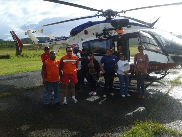 Polícia francesa cedeu helicóptero para ajudar no transporte de equipes e suprimentos