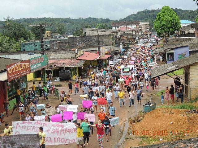 Na semana passada, um grande protesto levou centenas de moradores para as ruas. Fotos: Humberto Baía