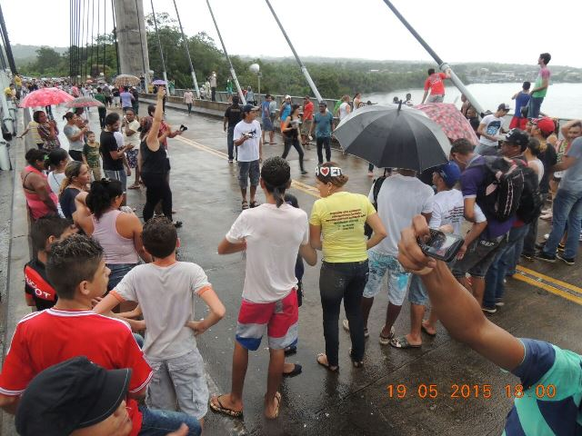 Manifestantes ameaçaram atravessar a ponte para o lado francês