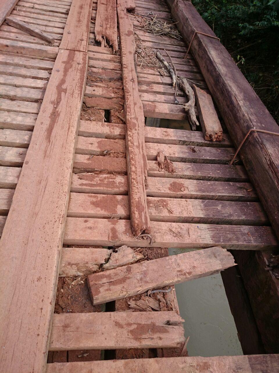 A ponte apresenta sérios problemas e pode causar um acidente a qualquer momento