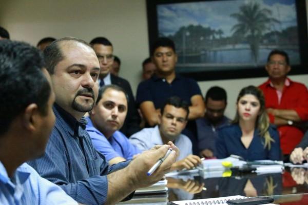 Secretário de Meio Ambiente do Amapá, Marcelo Creão (azul): coleta de informações nos 3 empreendimentos do Rio Araguari. Foto: Alex Silveira/Agência Amapá