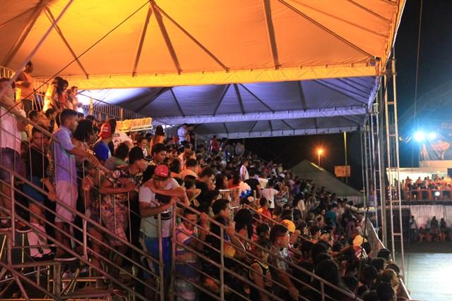 Na última noite de apresentações mais de 1.500 pessoas lotaram as arquibancadas