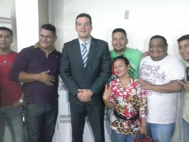 O deputado Doutor Furlan com representantes do movimento melody