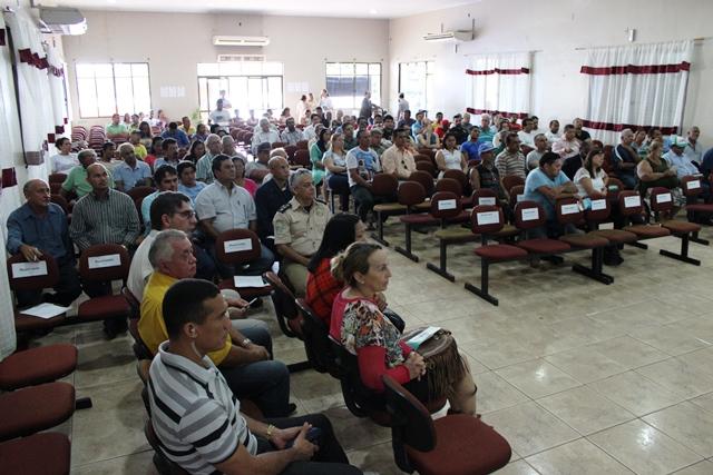 Mais de 300 pessoas participaram da audiência pública