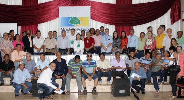 Representantes do poder público e moradores de Oiapoque após a audiência