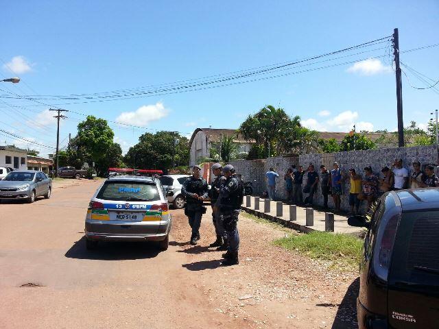 Vizinhos agrediram o ladrão até a chegada da polícia. Fotos: Jair Zemberg
