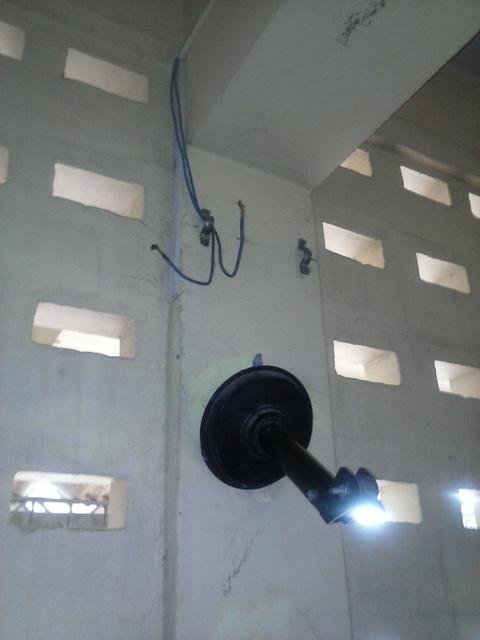 Sem ventilados e fiação elétrica exposta salas são interditadas
