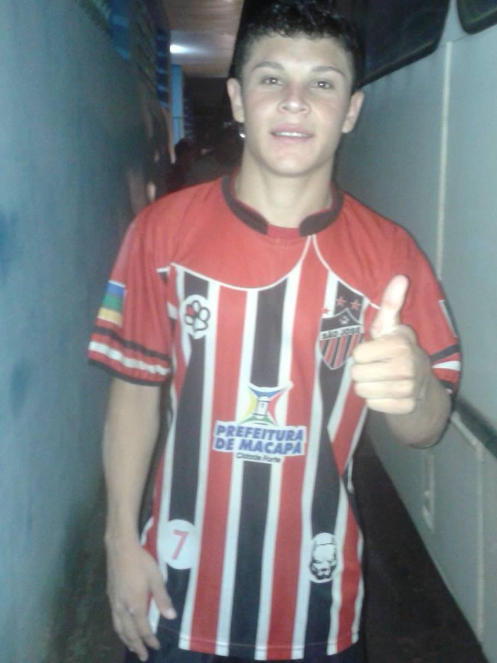 Kalindi com a camisa do São José, onde adquiriu experiência