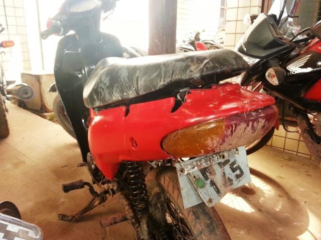 Moto com placa quebrada e sem documentação foi apreendida