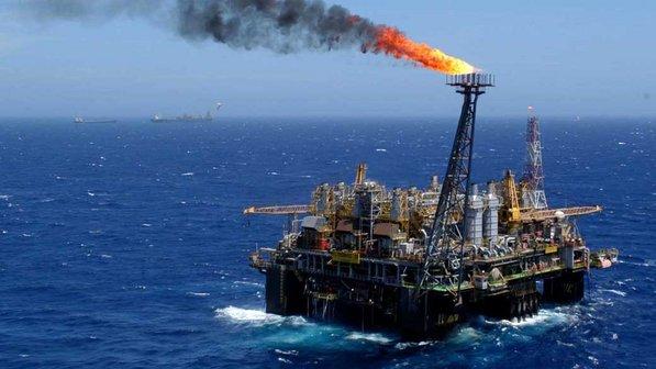 O preço do barril do petróleo caiu por conta da oferta maior que a demanda