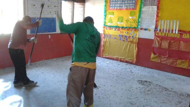 A escola Antônio Barbosa, no Santa Inês, passa por reforma geral