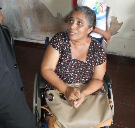 Dona Diolanda Silva vem de Mazagão em ônibus sem adaptação