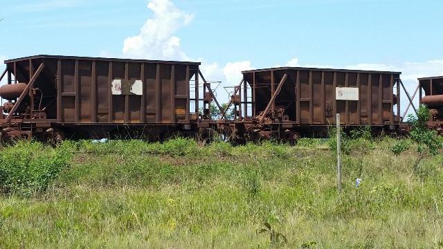 Vagões de minério abandonados desde o início do ano próximo ao KM-18 da BR-210