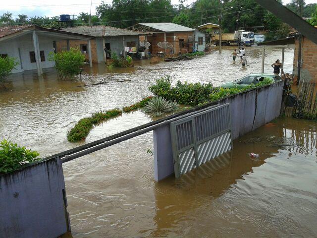 Apesar de não ter tido vítimas fatais, inundação deixou milhares de desabrigados