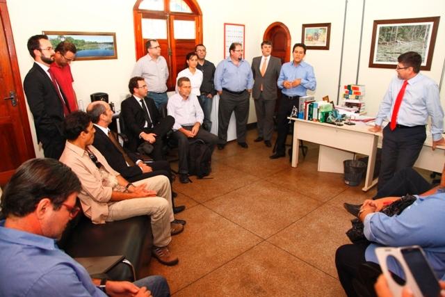 Reunião que definiu a audiência pública com a presença do desembargador Carmo Antonio, vice-presidente do Tjap