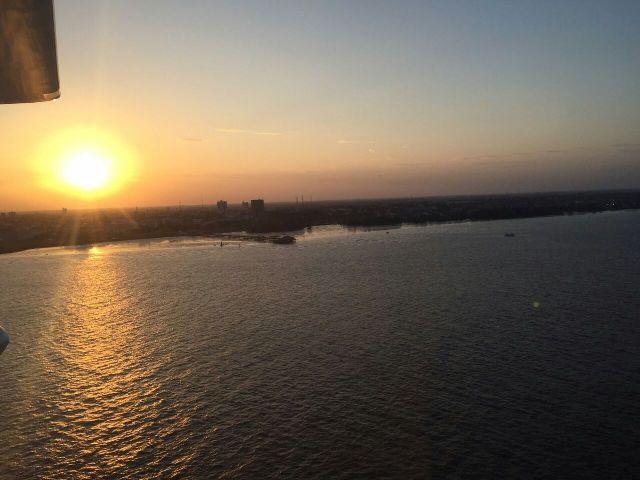 Frente da cidade de Macapá no pôr do sol na visão de Carlão: pintura