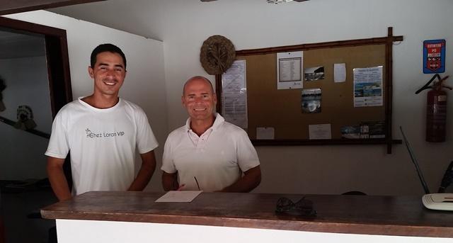 Luis e um dos funcionários da pousada. Alegria receber as pessoas