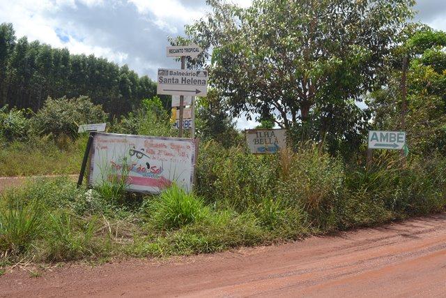 É só seguir as placas que indicam a comunidade do Ambé