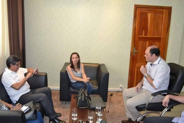 A reunião aconteceu na prefeitura e foi por iniciativa de Marcivânia
