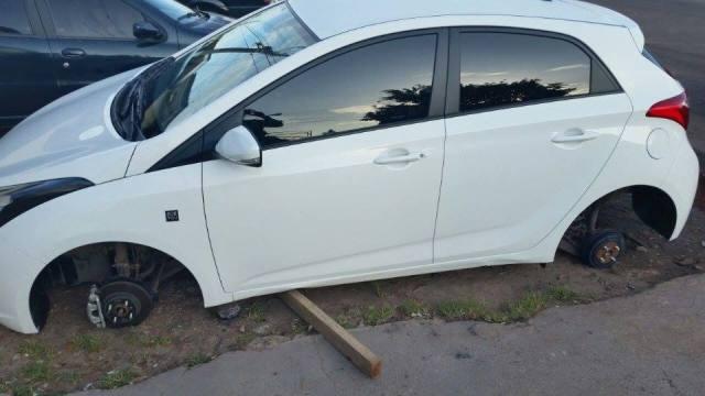 O carro de uma das vítimas ficou assim