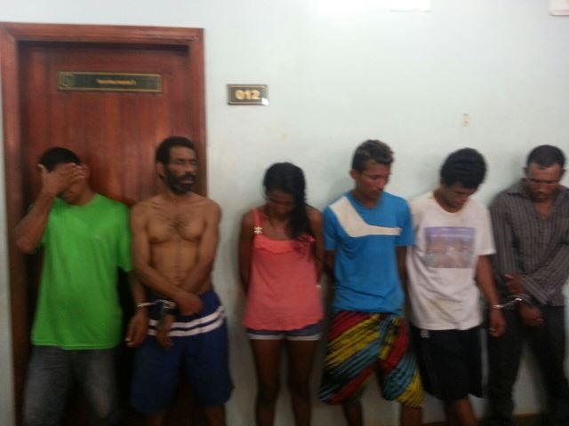 Cinco pessoas foram presas, entre elas uma mulher de 30 anos. Fotos: Jair Zemberg