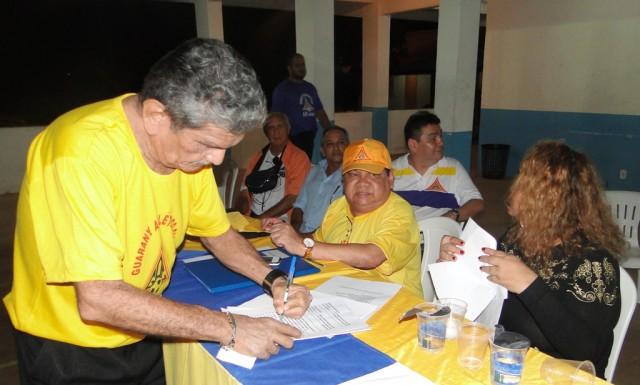 Diretor assina termo de posse no Guarany