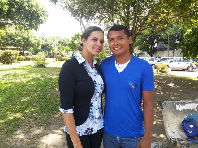 Willian e a esposa, Marina Martins, que o ajuda a procurar a mãe. Fotos Cassia Lima