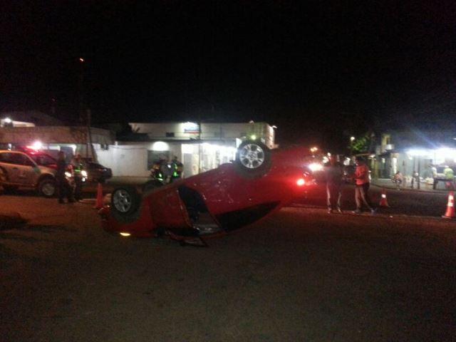 A motorista do Fiesta teve ferimentos e foi  levada para o HE. Fotos: Jair Zemberg