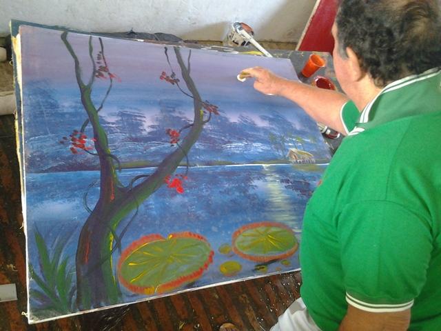 Carlos Prado pinta 100 quadros por dia, e leva cinco minutos em cada um