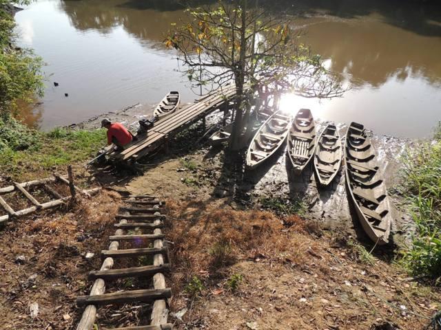 A viagem pelo Rio Cassiporé dura um dia inteiro
