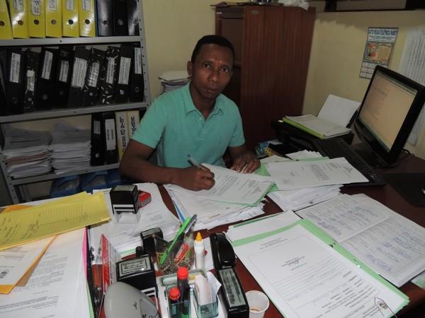O secretário Kauê diz que a prefeitura está usando 100% do Fundeb com salários