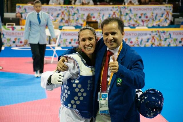 Júnior Maciel com Iris Tang Sing, medalha de bronze em Toronto