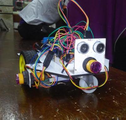 Cada equipe tem 3 meses para construir e programar o robô