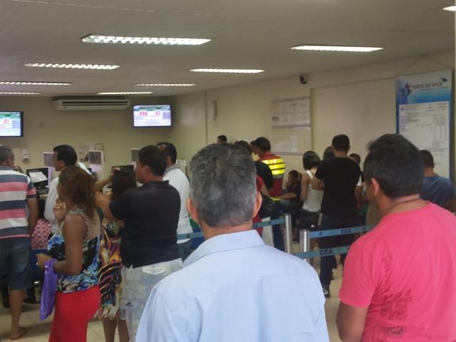 O setor de antedimento da CEA ficou lotado de pessoas em busca da 2ª via da conta de luz. Fotos: Cássia Lima