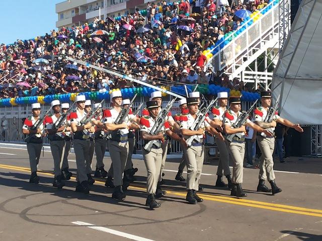 A Legião Estrangeira, que veio da Guiana Francesa, fez homenagens ao Brasil
