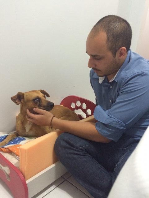 Vitor Hugo cuida do Costelinha e diz que ele está se recuperando bem