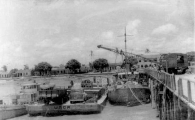 Barcos atracados no trapiche nos anos 60. Foto: portaretrato.blogspot.com
