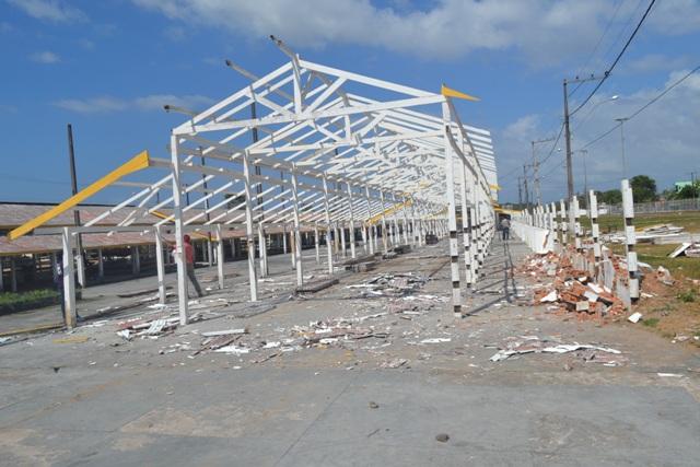 Os currais foram derrubados hoje para dar lugar ao Pavilhão de Negócios. Fotos: André Silva