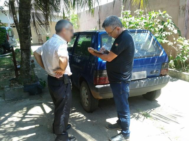 O morador do Bairro do Trem foi multado depois de ser flagrado jogando lixo na rua. Fotos: Ascom/PMM