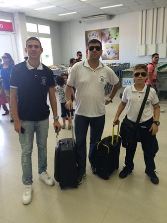 Presidente e técnico do Santos, Luciano Marba no aeroporto de Terezina