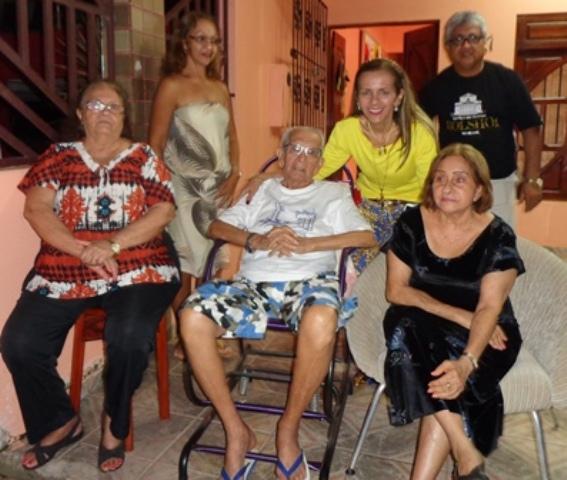 Nonato Leal com a família construída no Amapá. Fotos: arquivo pessoal