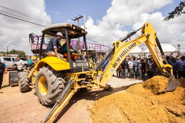Serão 52 abras a serem retomadas nesta primeira fase. O trabalho começou nesta sexta-feira na Zona Norte. Fotos: Agencia Amapá