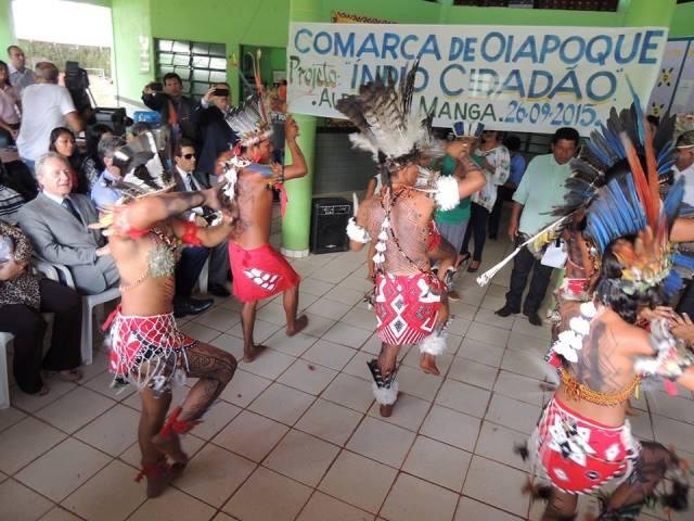 Ministro assistiu a uma apresentação na aldeia do Manga