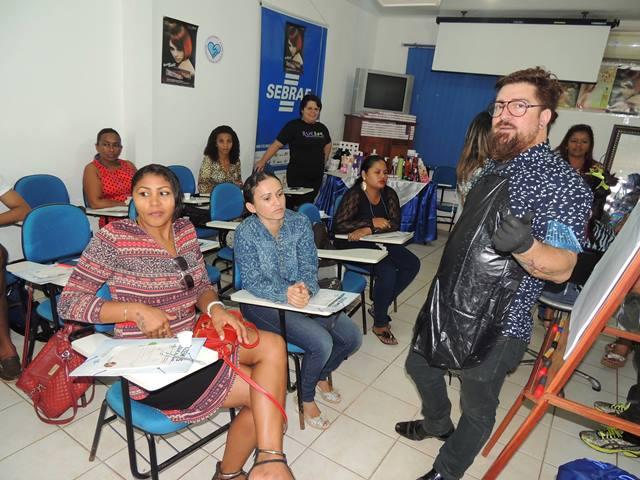 O curso é ministrado por profissionais de São Paulo. Fotos: Humberto Baía