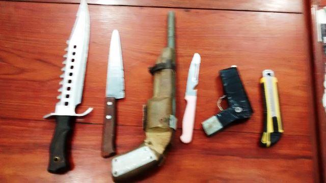 Armas brancas e caseiras usadas no assalto
