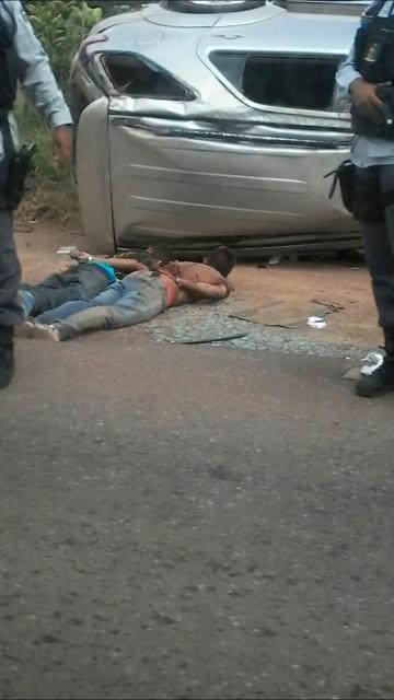 Dois assaltantes foram presos na hora, e outro logo em seguida